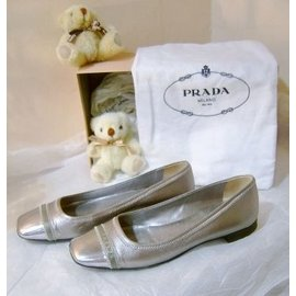海洋工坊 旗艦店^~ PRADA 銀灰方頭鞋size:361 2 ^~^~^~最後 價^~