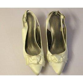 大碼鞋 OL尖頭蝴蝶結中跟舒適後空涼鞋女鞋真皮內裡涼鞋
