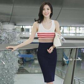 韓國 洋裝 無袖針織洋裝 U領連身裙 上身背心窄裙身 條紋圖案 撞色 米色 深藍 黑色~正