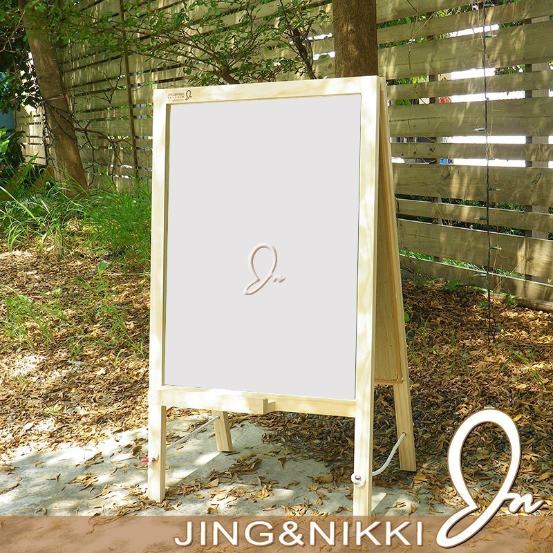 JING&NIKKI的墨綠色黑板以進口技術烤漆製作/黑色黑板採用特殊塗料,特殊防汙塗層;除了可寫粉筆,還可使用【水性擦擦筆】書寫,其進口技術烤漆之金屬板面還可使用磁鐵吸附,一物多用,物超所值!!各種造型黑板、白板、客製化木作雷雕,盡在【JING&NIKKI】