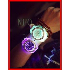 非單色發光 潮流日韓 七彩變換 LED 夜光發光手錶 原宿 潮流 男女 學生情侶果凍錶彩色