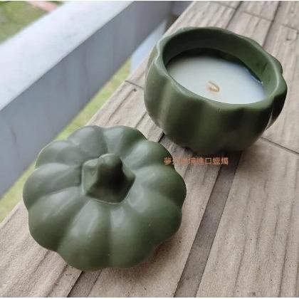 ^~微妙細膩的香氣Voluspa Ponderosa 黃松香薰小錫盒蠟燭:5.25oz