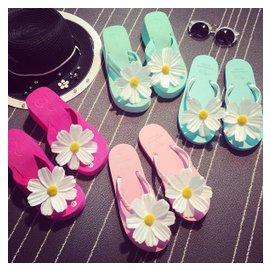 包郵 女士拖鞋 海邊度假雛菊太陽花朵涼鞋沙灘鞋夏人字拖平底坡跟