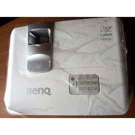 9.9成新 ~BENQ W1070 ~2015年新機 Full HD 3D 家庭劇院投影機