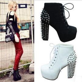 實拍 秋鼕新品短靴女1 馬丁靴朋克鉚釘靴高跟鞋粗跟方頭厚底鞋