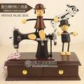 仿木質縫紉機發條復古音樂盒 可愛情侶木偶八音盒 創意禮物