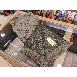 LOUIS VUITTON LV LOGOMANIA M72242 字紋灰色雙色羊毛圍巾