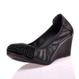 包郵真皮坡跟單鞋女式軟底水鑽圓頭女鞋子牛皮舒適中跟媽媽鞋黑色