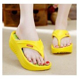 女子涼拖 厚底坡跟搖搖鞋洞洞鞋搖擺鞋沙灘鞋人字拖 拖鞋