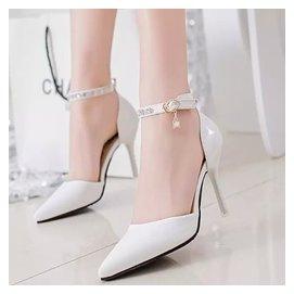 淺口 公主包頭細跟白色尖頭高跟涼鞋水鑽夏一字帶扣女鞋潮
