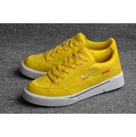 Supreme x Nike SB GTS QS 聯名系列 丹寧 刺繡 草寫 金字 休閒鞋