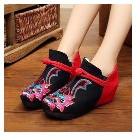 鼕款老北京女布靴民族風加絨短靴坡跟內增高加厚繡花鞋女棉靴