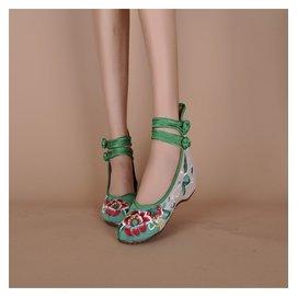 正品老北京布鞋復古中國風坡跟內增高女鞋廣場舞鞋民族風 繡花鞋