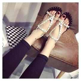 2015  羅馬套趾鉚釘平底涼鞋搭扣平跟女鞋潮黑色夾腳潮