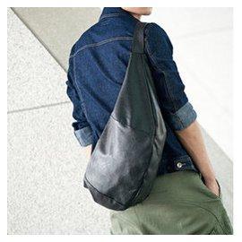 男生包包漆皮 潮男式包圓筒男包足球籃球單肩斜 包 訓練 旅行包潮 黑色