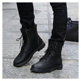 秋鼕馬丁靴男英倫男靴工裝軍靴戶外短靴子男士高幫男大碼鞋子