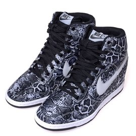 NIKE WMNS DUNK SKY HI PRINT 蛇紋內增高楔型鞋(黑白).