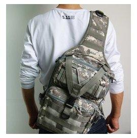 ~新奇寶貝屋~Molle戰術單肩斜背包 側背包 斜挎包 多 戶外戰術包^(黑、泥色、CP、