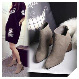 ~ 復古女靴子v口粗跟短靴女磨砂皮及踝靴高跟尖頭女  #12310 小桃美衣  #1231