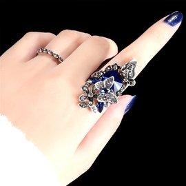 ~Korinne s Shop ~ 滿400  純取貨   復古誇張藍寶石立體蝴蝶戲花兩件