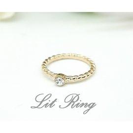 金色麻花水鑽戒指。 單麻花 雕刻花紋 螺旋 刻花 鑲鑽 閃亮小圓水鑽 百搭 戒指 飾品 首