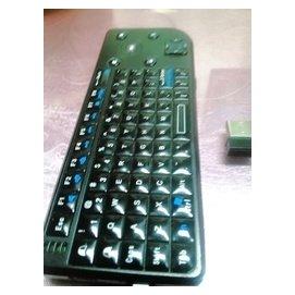 九成新迷你無線雷射鍵盤 含軌跡球