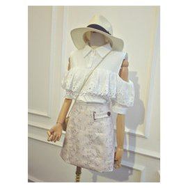 甜美刺繡鏤空蕾絲邊襯衫 無袖露肩甜美襯衣女