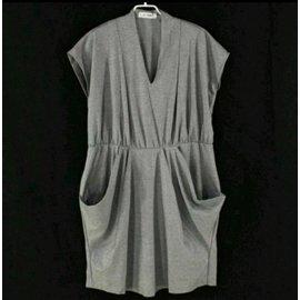 衣網情深 孕婦裝 孕婦洋裝 大 微彈性V領洋裝 口袋 剪裁很好看