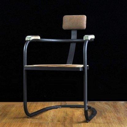 歐美LOFT工業風復古靠背式胡桃木色餐廳椅子 黑色鍛鐵製簡約實木休閒坐椅 做舊北歐鄉村鐵腳木製電腦書椅 扶手木椅 酒吧椅01