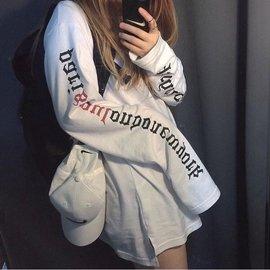 原宿風簡約百搭袖英字寬鬆長袖上衣T恤~超長袖子~大學T