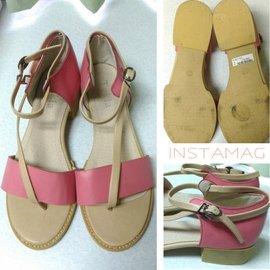 专柜粉色凉鞋