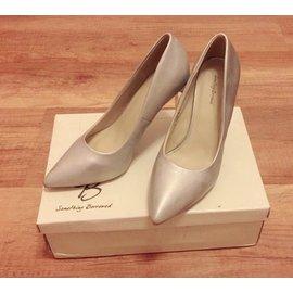 銀色高跟鞋~ Naomi Ciou