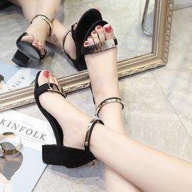 黑色36碼大小碼中跟黑色亮片露趾高跟鞋百搭一字扣帶粗跟羅馬涼鞋 190元