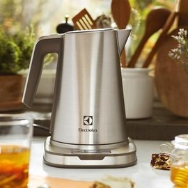 Costco 好市多線上購 直寄已含運  伊萊克斯 家系列智慧溫控保溫電茶壺  EEK78