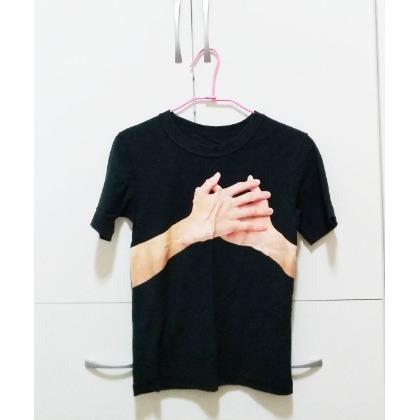 ~Jophy Shop~正韓 落肩款 透膚縷空側開衩針織外套 罩衫 螢光粉