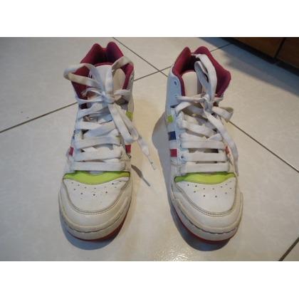 Adidas高統白色球鞋JP 240 UK 5.5 女兒少穿 鞋面良好 左腳底面有沾到顏料