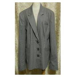 ~麗麗ㄉ大碼舖~大尺寸#20 50吋 灰色前扣式V領長袖西裝外套~加大碼
