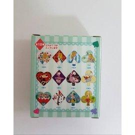 多款正版迪士尼愛麗絲夢遊仙境 紅心女王艾麗絲 笑笑貓 徽章 平面胸章別針 飾品 盒裝 可愛裝飾盒裝禮物