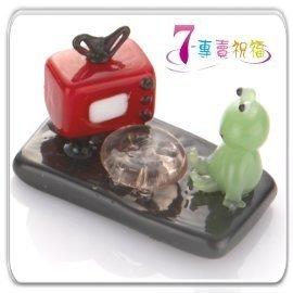 7~專賣祝福 #9829 青蛙看電視小擺飾